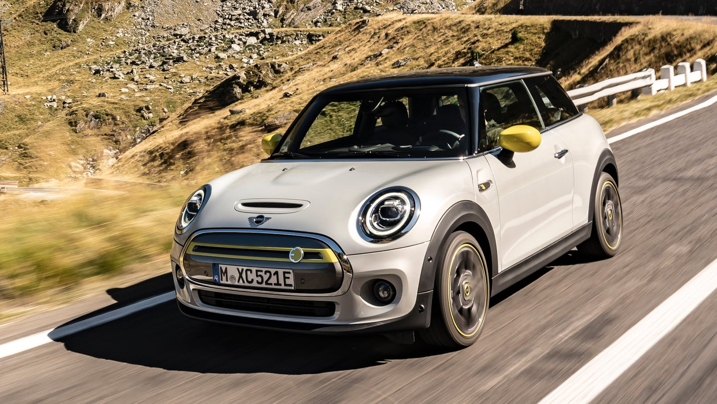 mini-considers-its-hatchback-our-and-declares-to-stay-faithful-to-its-retro-look-.jpg