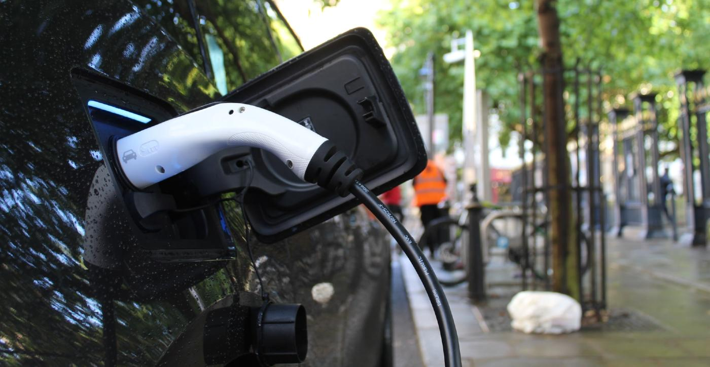 electric-car-ev-public-domain-andrew-roberts.jpg