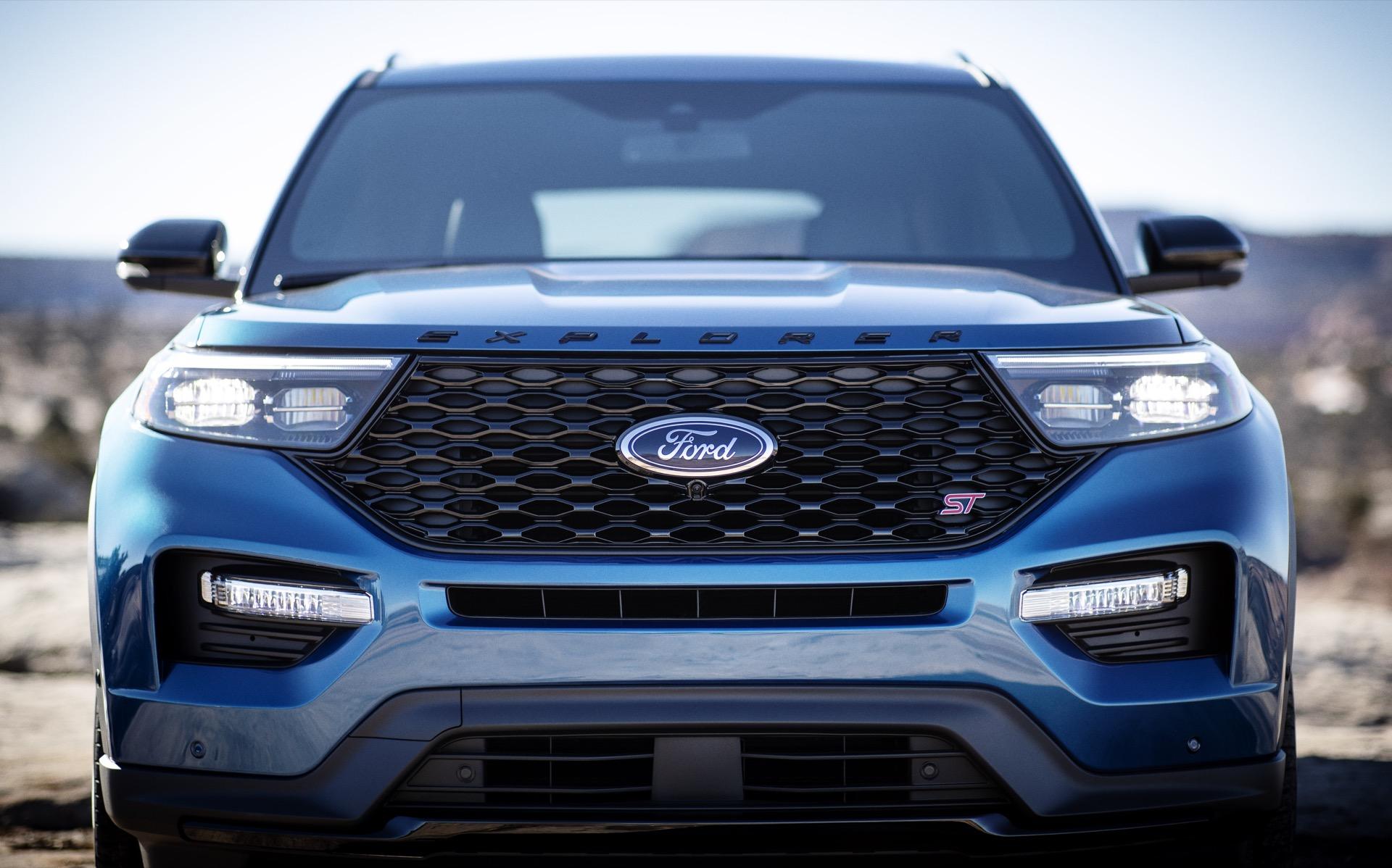 2020-ford-explorer_100704699_h.jpg