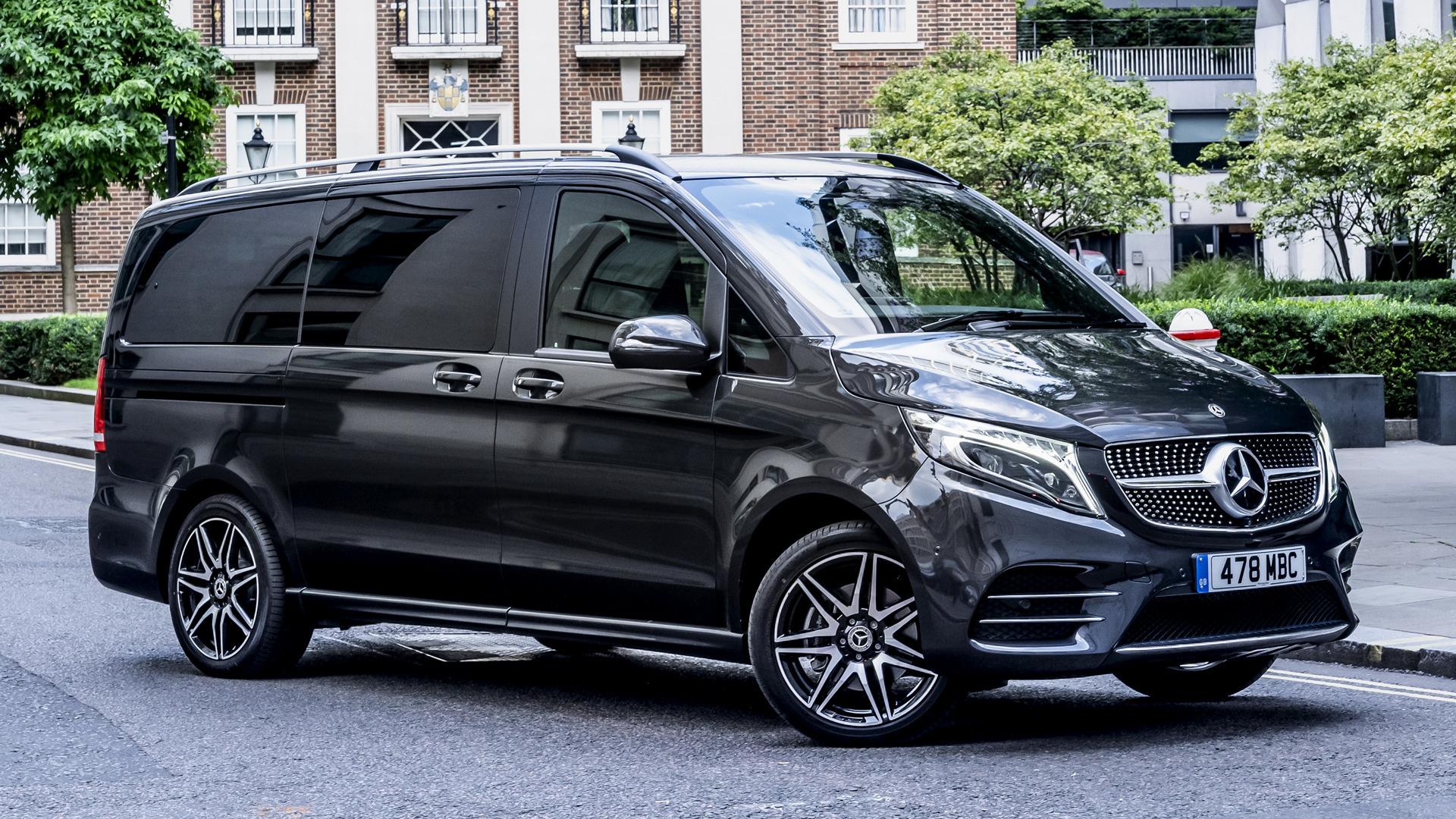 Mercedes-Benz V-Class showing its exterior